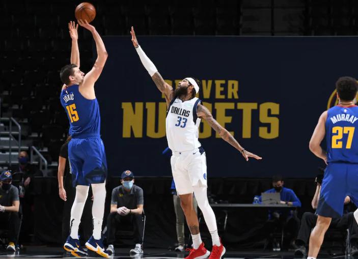 Denver Nuggets 117, Dallas Mavericks 124 OT: Tres puntos
