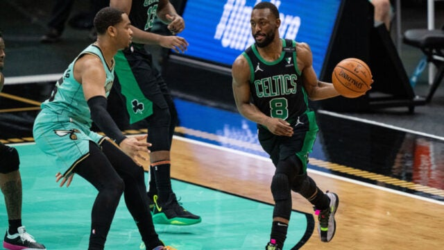 4 personas anotaron 20 puntos en la alineación titular y los Hornets vencieron a los Celtics en casa